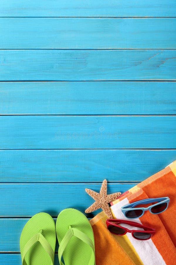Verticale de l'espace de copie de bascules électroniques de fond de plage photographie stock