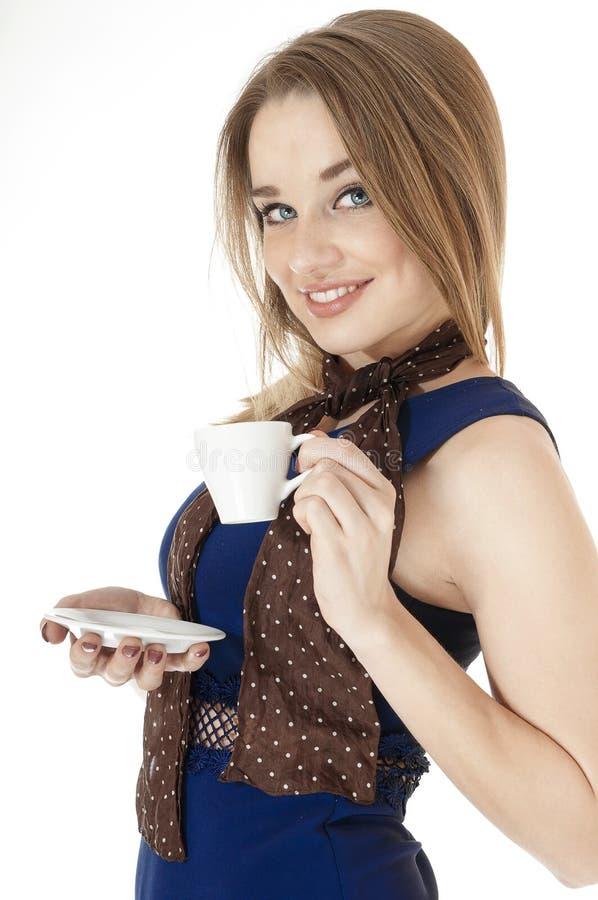 Verticale de la belle femme sexy retenant la tasse et soucoupe. photos stock