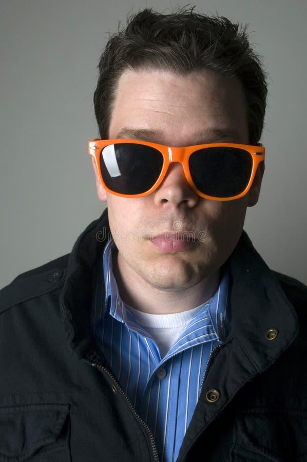 Verticale de mâle dans des lunettes de soleil photographie stock libre de droits