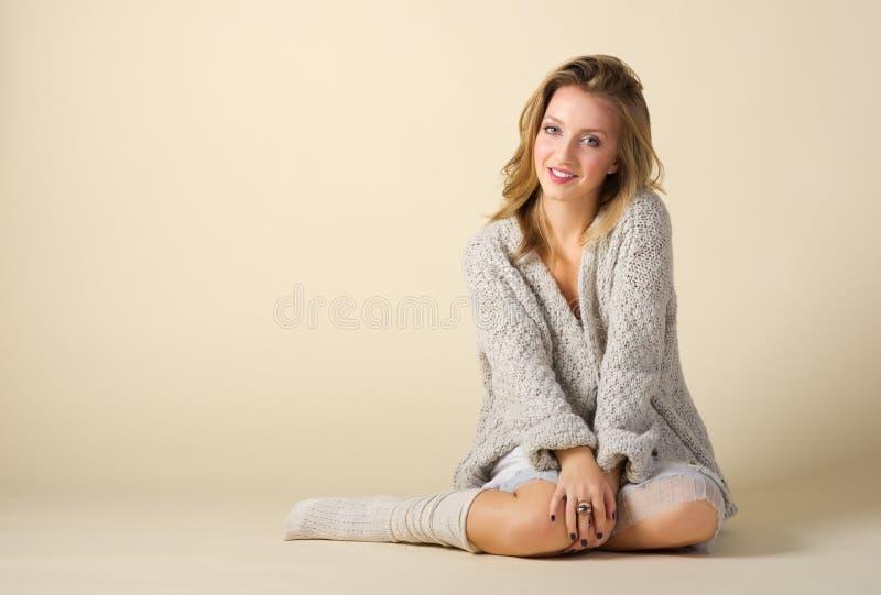 Verticale de mode de jeune fille photo stock