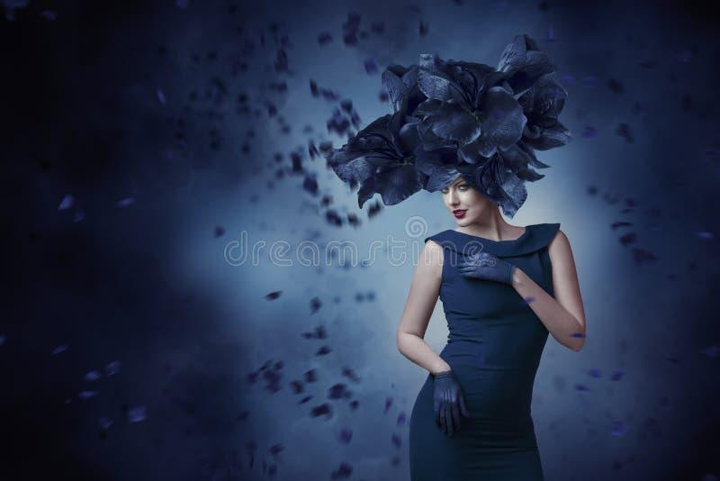 Verticale de mode de jeune femme photographie stock libre de droits