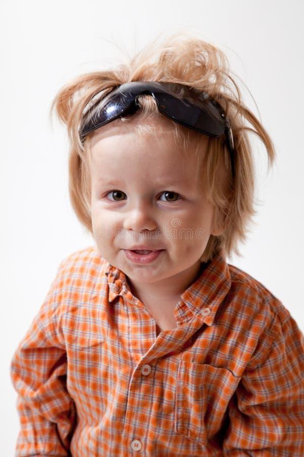 Verticale de petit garçon mignon photo libre de droits
