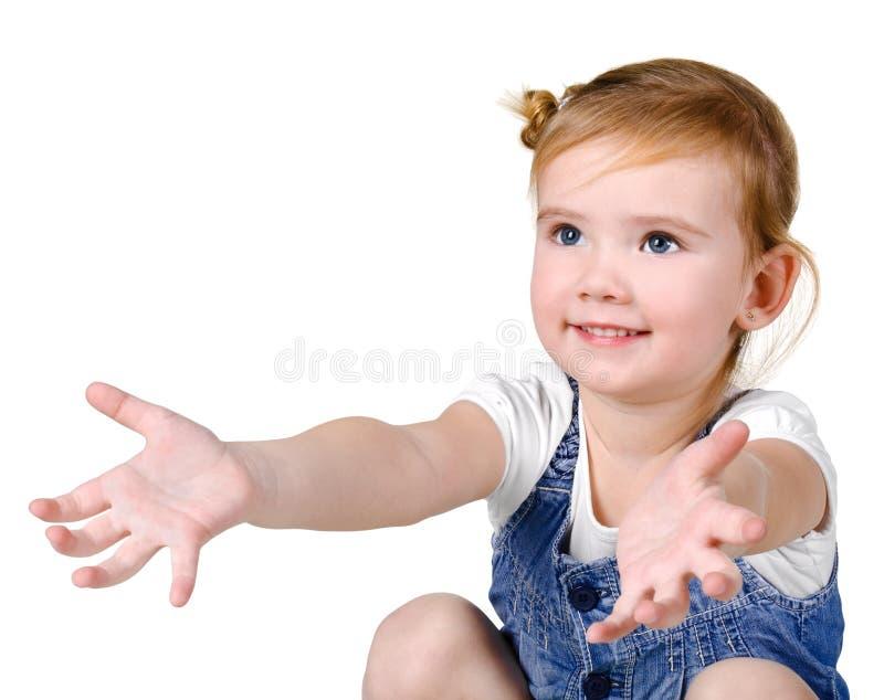 Verticale de petite fille attrapant quelque chose photo libre de droits