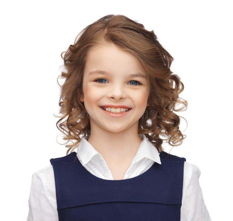 Verticale de petite fille de sourire photographie stock libre de droits