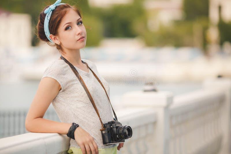 Verticale de photographe de jeune femme Couleurs douces image stock