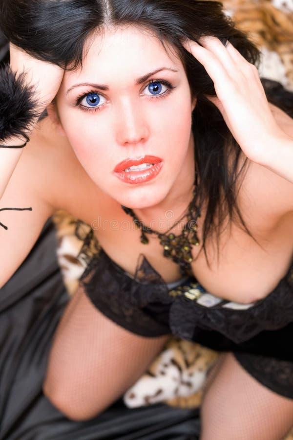 Verticale de plan rapproché d'un brunette sexy images stock