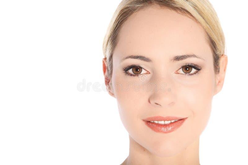 Verticale de plan rapproché de beau jeune femme photos libres de droits