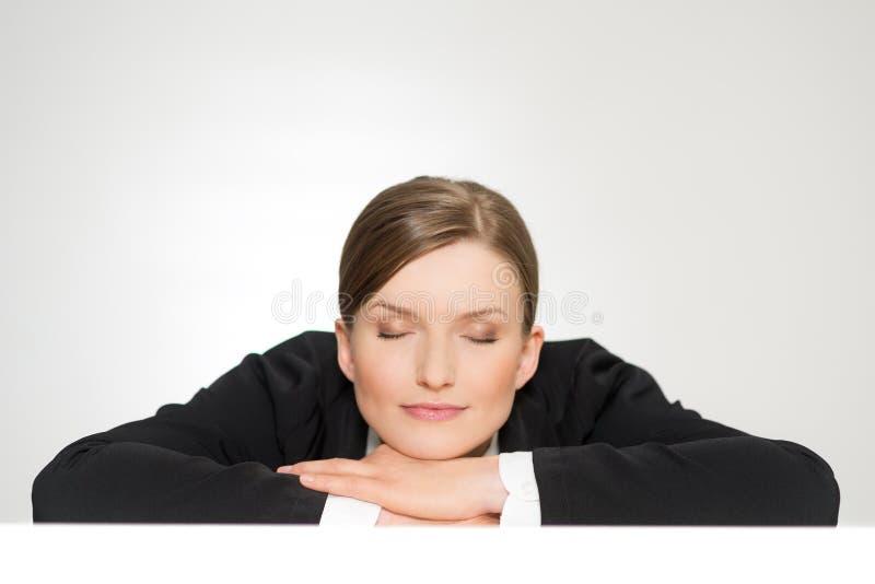 Verticale de plan rapproché de belle jeune femme de sommeil photos libres de droits