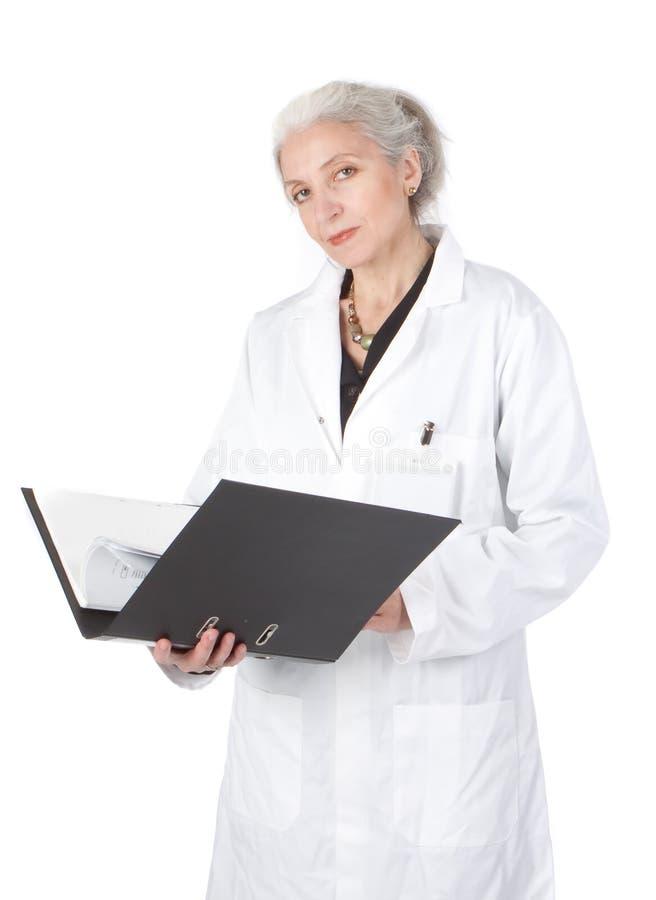 Verticale de plan rapproché de praticien aîné de docteur images libres de droits