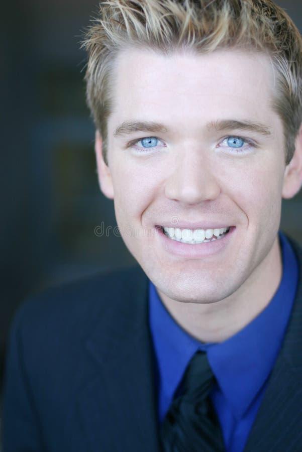 Verticale de sourire d'homme d'affaires photos libres de droits