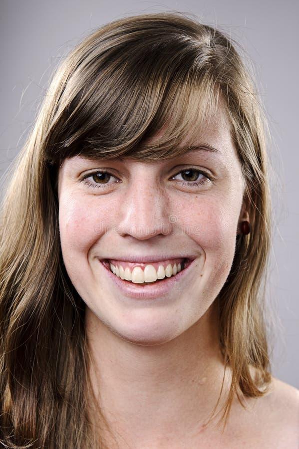 Verticale de sourire heureuse image libre de droits