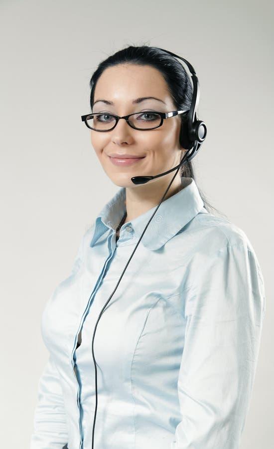 Verticale de sourire sexy d'opérateur de centre d'attention téléphonique image libre de droits