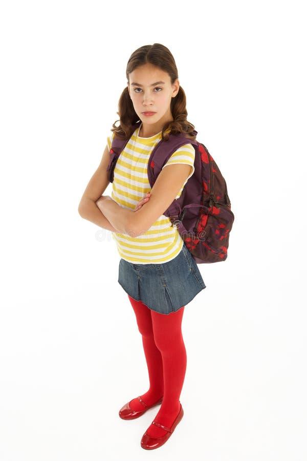 Verticale de studio d'étudiant féminin avec le sac à dos images libres de droits