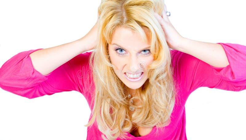Verticale de studio d'une longue fille blonde hysterique images libres de droits