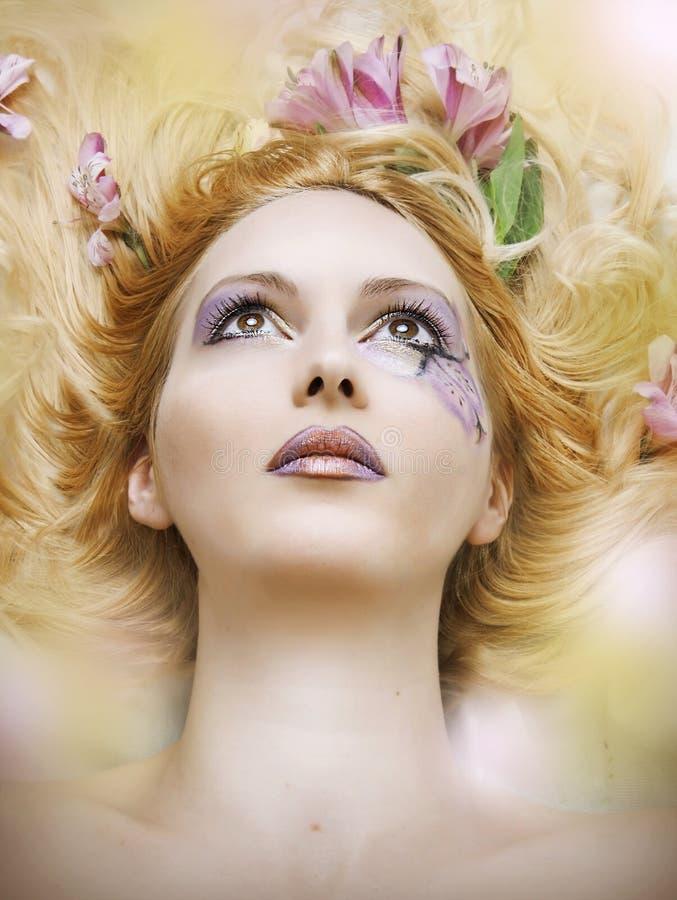 Verticale de tache floue de mode de femme de beauté images libres de droits