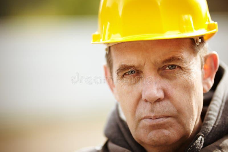 Verticale de travailleur de la construction photographie stock libre de droits