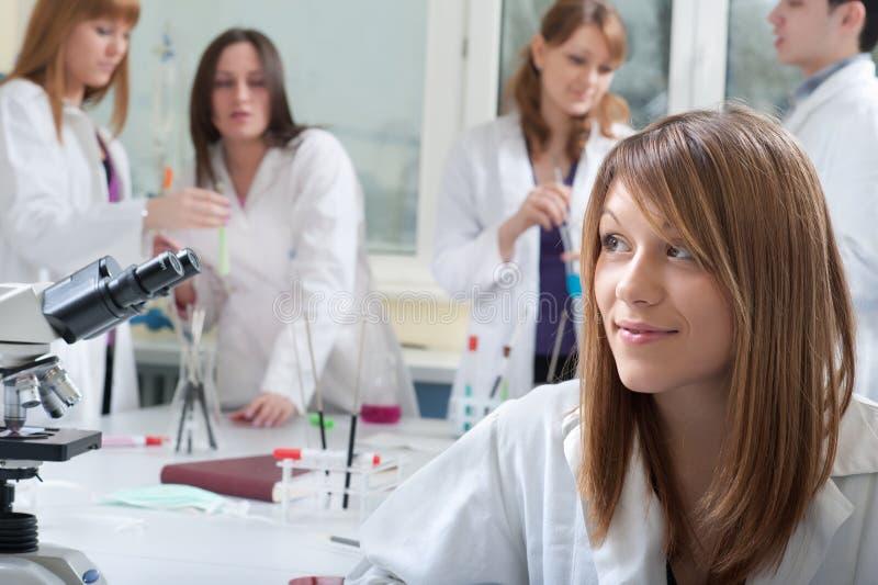Verticale des étudiants en médecine photos stock