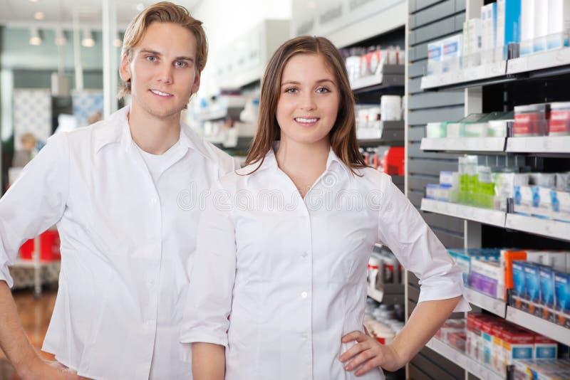 Verticale des techniciens de pharmacien images libres de droits