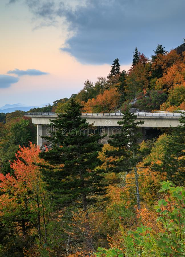 Verticale di Linn Cove Viaduct North Carolina fotografie stock