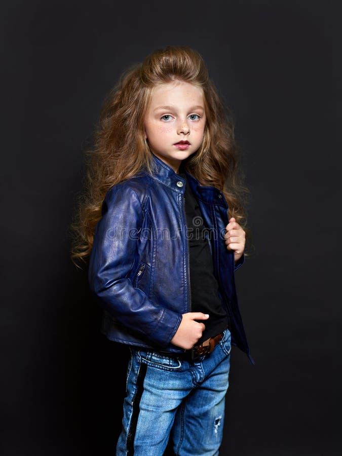 Verticale du bel enfant photo stock