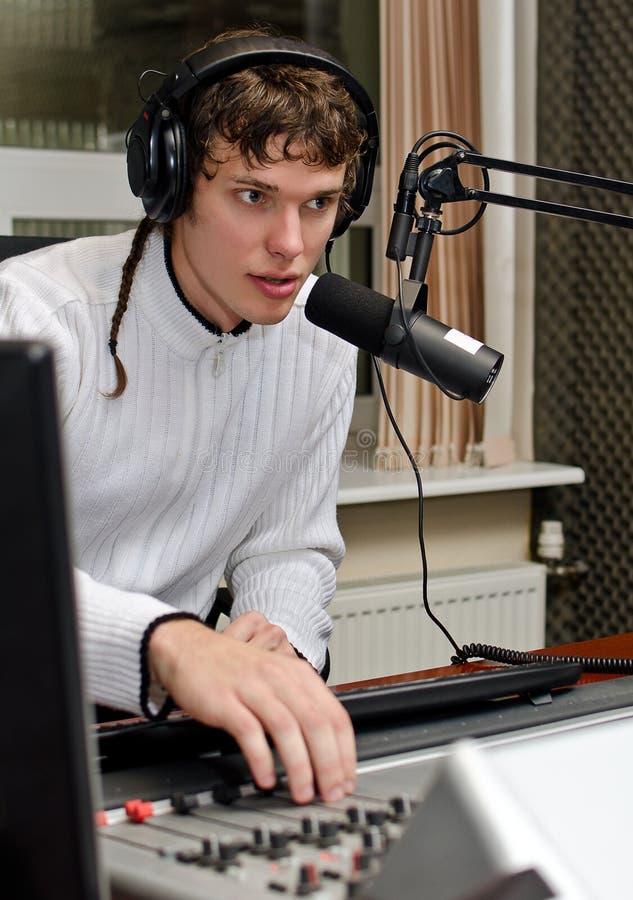 Verticale du fonctionnement du DJ de mâle