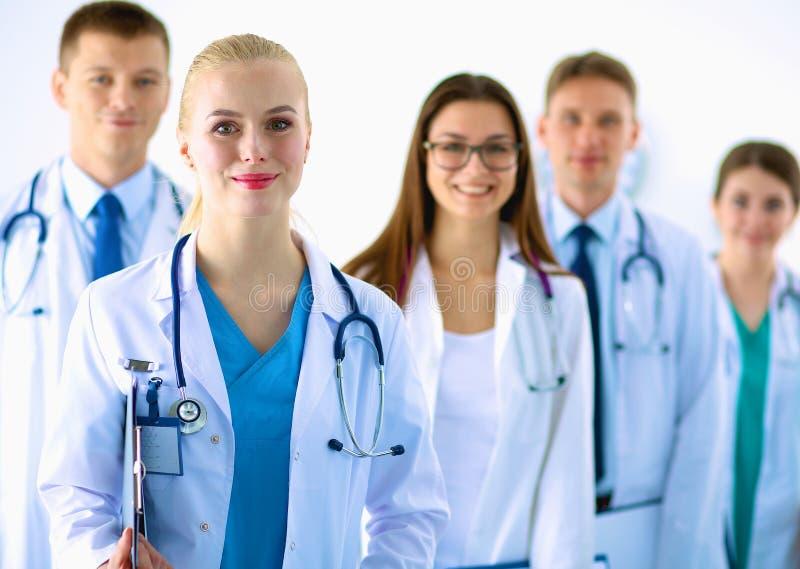 Verticale du groupe de collègues de sourire d'hôpital photographie stock