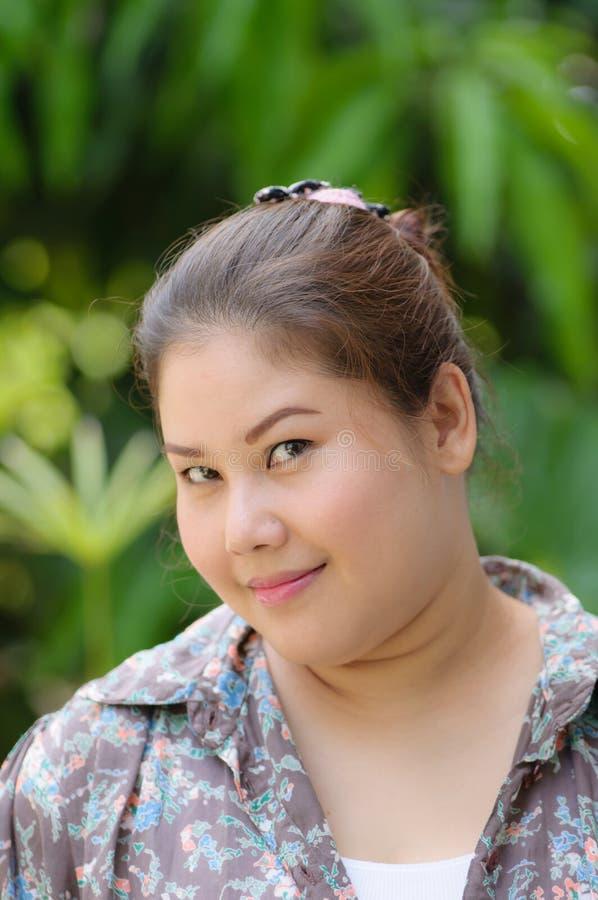 Verticale du sourire de femmes de l'Asie photo stock