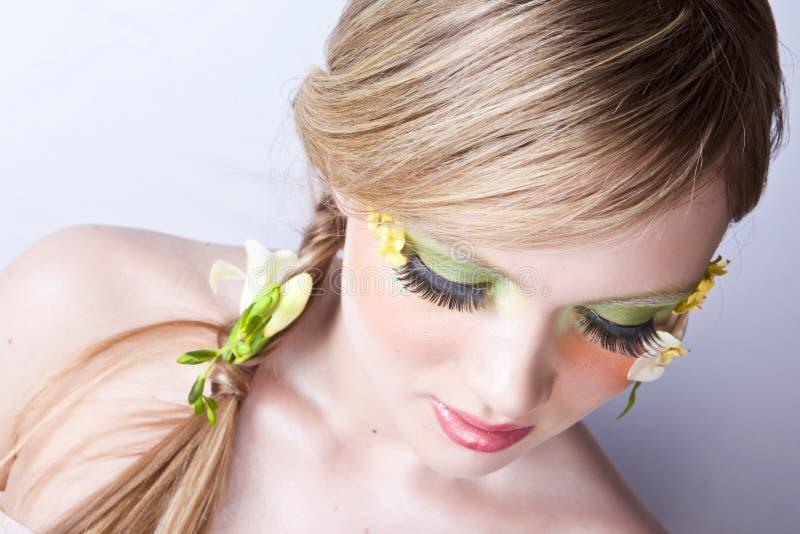 Verticale florale d'art de visage de source photographie stock