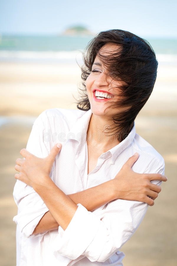 Verticale heureuse de femme images stock