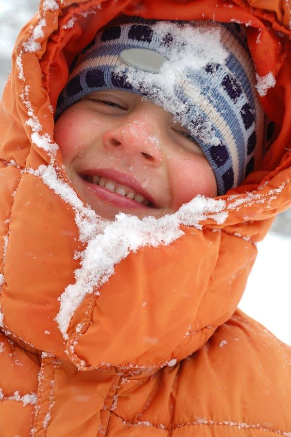 Verticale heureuse de garçon de l'hiver image stock