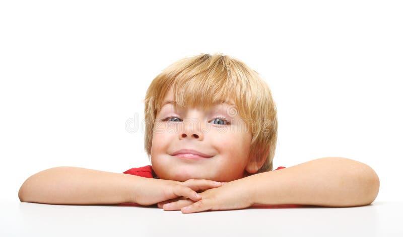 Verticale heureuse de petit garçon image libre de droits