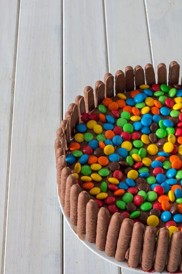 Verticale indulgente de gâteau de chocolat image stock