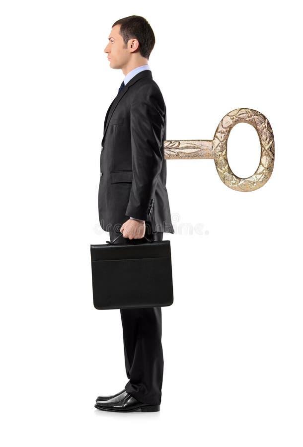 Verticale intégrale d'un homme avec la clé de remontage photographie stock libre de droits