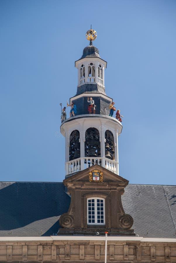Verticale lage hoek foto's van details van het stadhuis in Roermond, Nederland royalty-vrije stock afbeeldingen