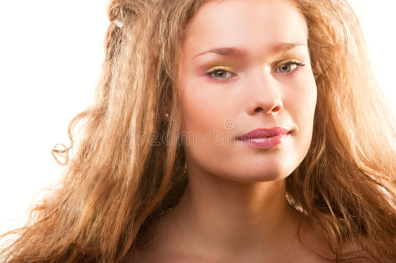 Verticale lumineuse de mode de beau jeune femme photos libres de droits