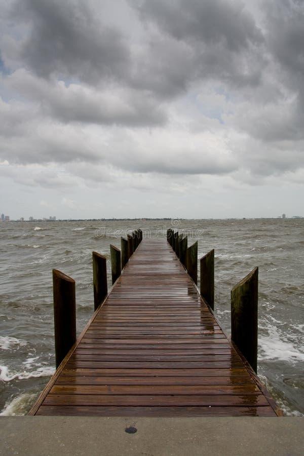 verticale orageuse de pilier d'après-midi photographie stock libre de droits