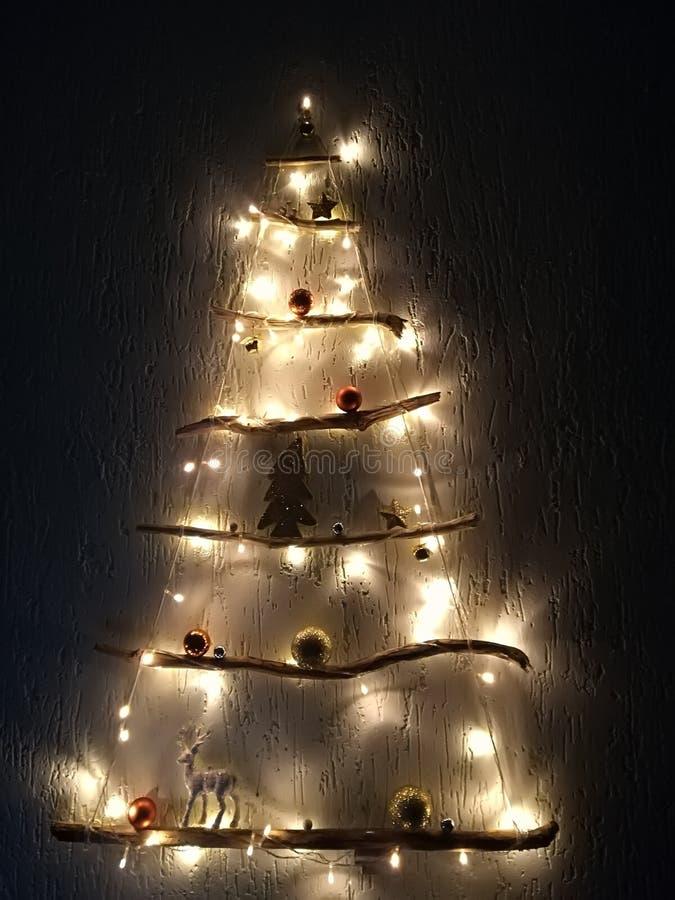 Verticale scharnierende binnenlandse Nieuwjaar` s spar van een boom royalty-vrije stock foto