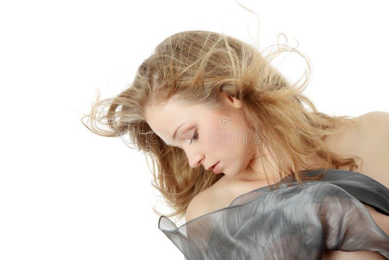 Verticale sensuelle de jeune femme image libre de droits