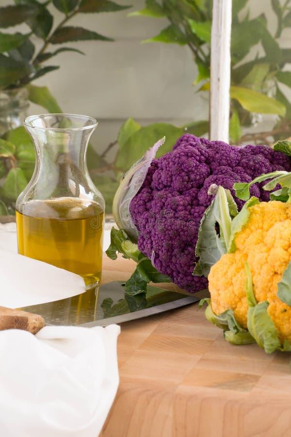 Verticale tuin verse bloemkool-purple en goud stock foto's