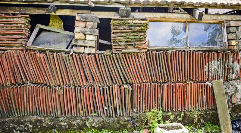 Vertiente rural vieja imagen de archivo libre de regalías