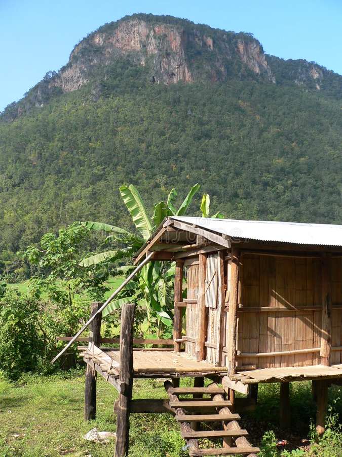 Vertiente tailandesa primitiva de Hilltribe imagenes de archivo