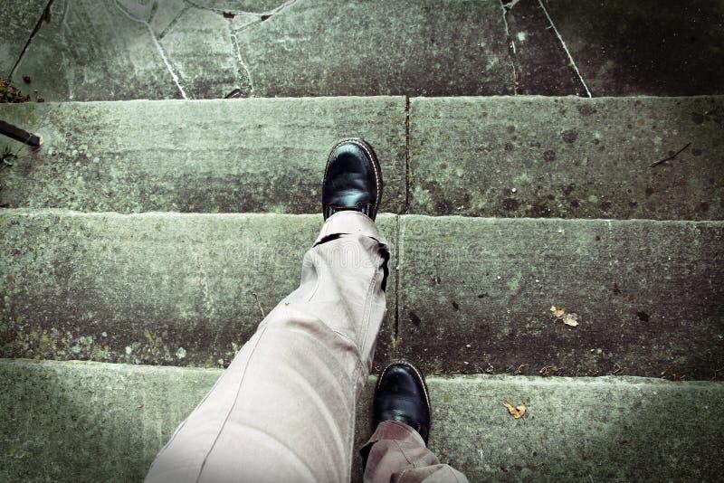 Vertigem ao escalar escadas fotos de stock
