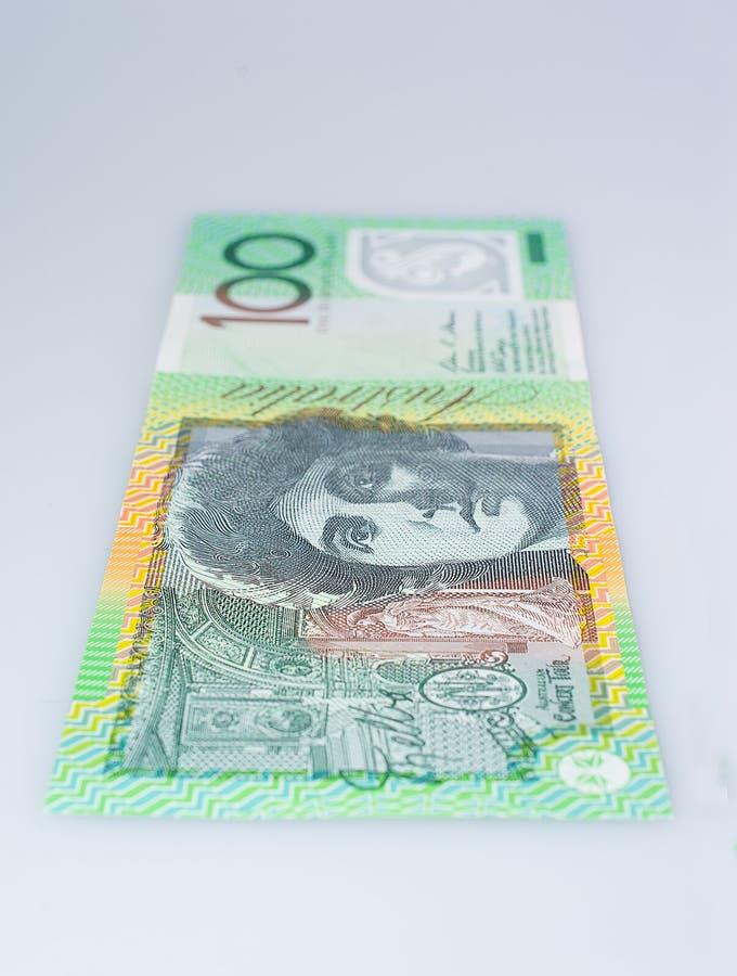 Vertikal australier hundra stående övre för dollarsedel royaltyfri bild