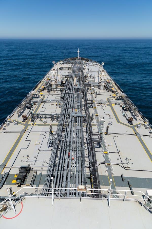 Vertikal bild av råoljatankfartyget arkivbilder