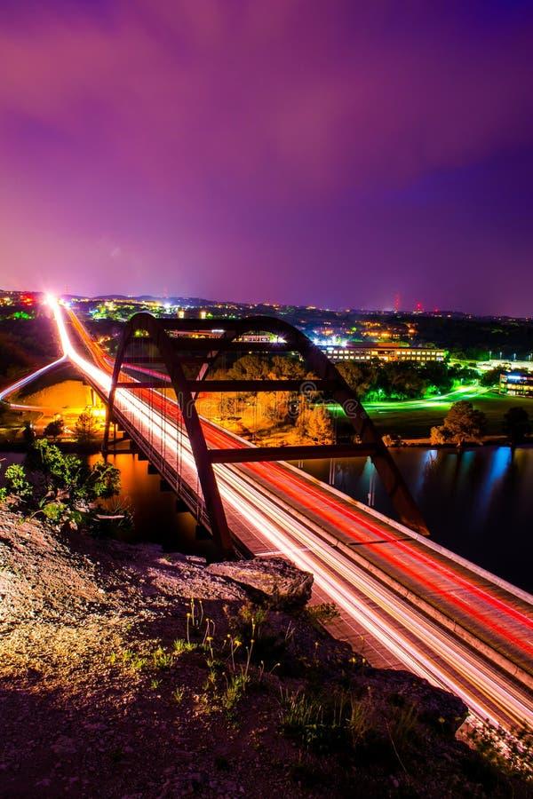 Vertikal lång exponering för Pennybacker 360 bro arkivbild