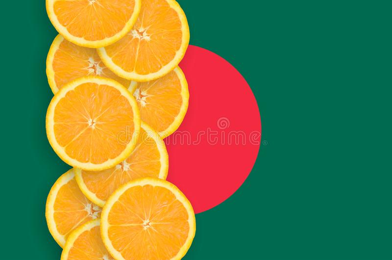 Vertikal rad för Bangladesh flagga- och citrusfruktskivor arkivfoton