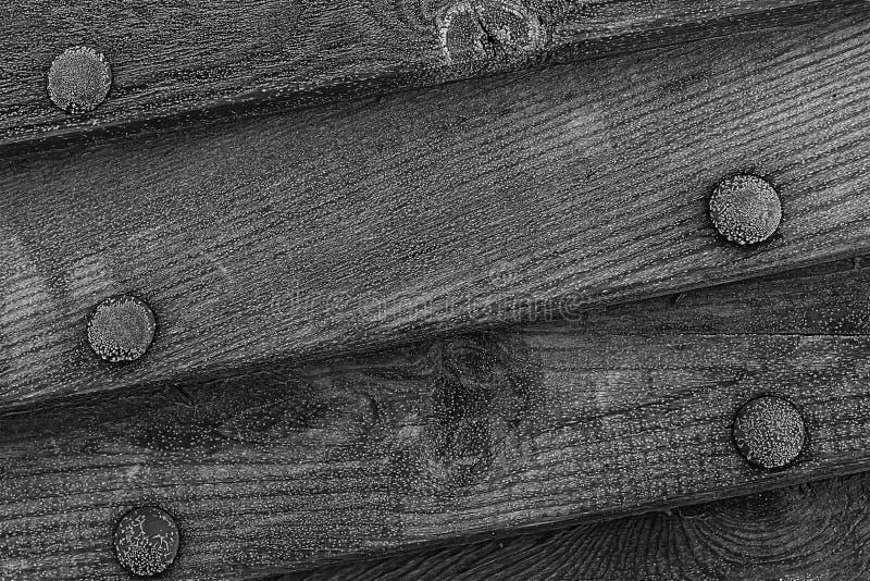 Vertikal rad f?r tr?remsaparallell av metallnitar som t?ckas med den frost tonade ribbade torkduken f?r n?rbild stock illustrationer