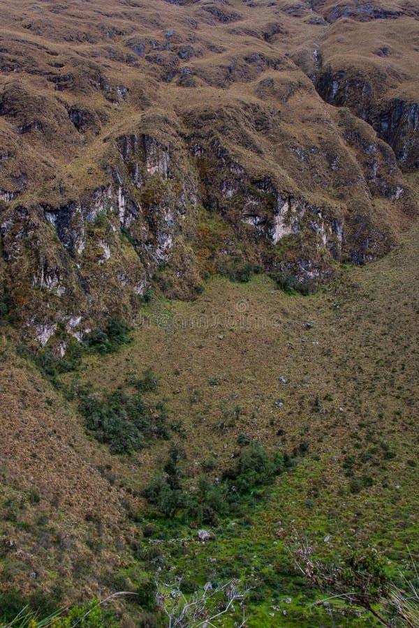 Vertikal sikt av dalen och de steniga bergen arkivfoto