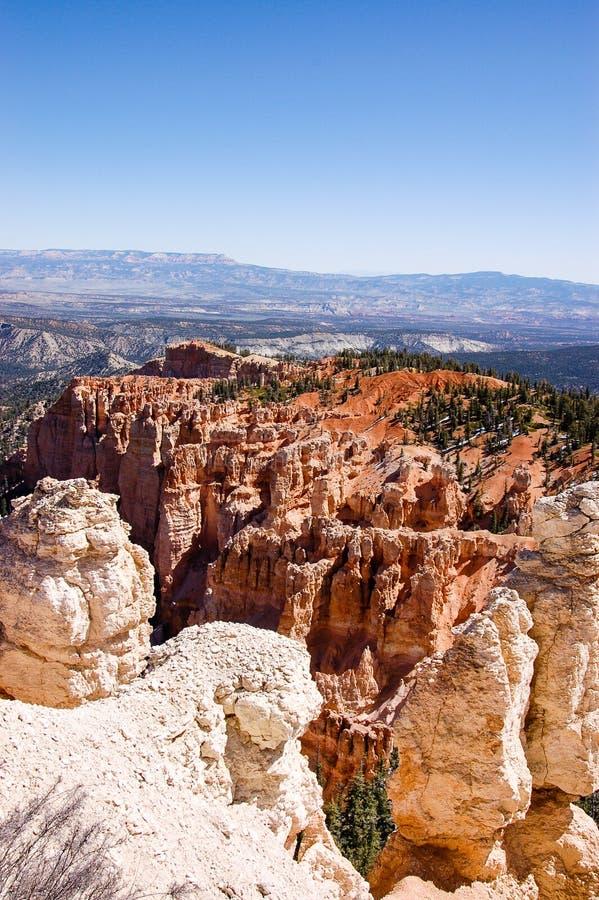 Vertikal sikt på regnbågepunkt, Bryce Canyon royaltyfria foton