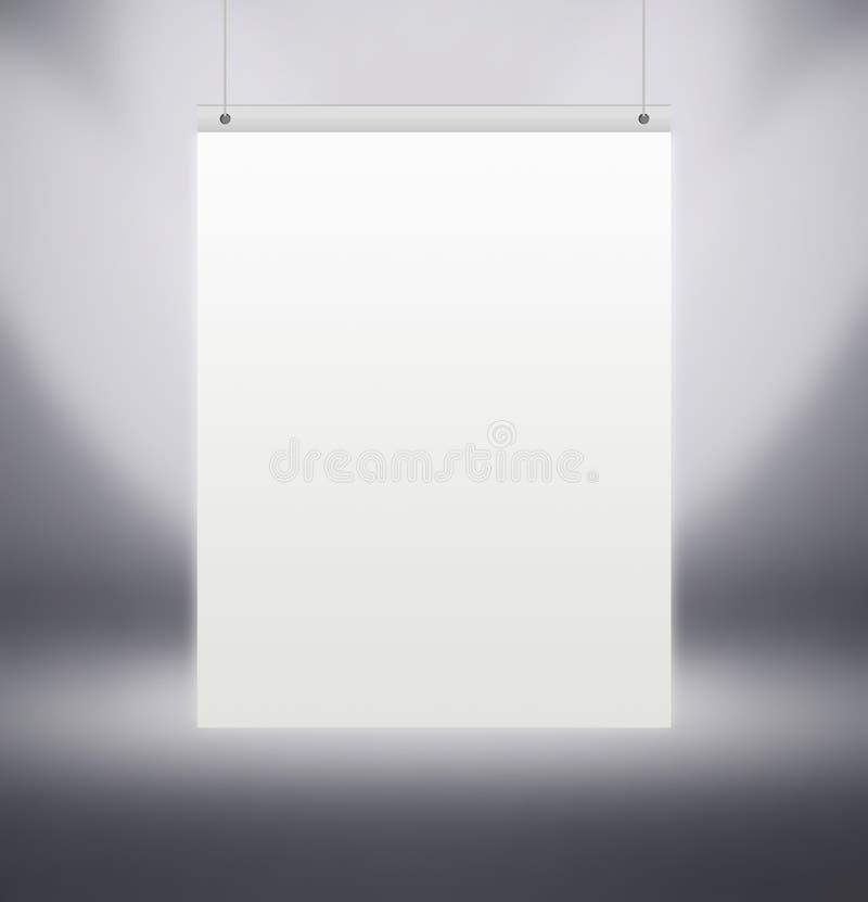 Vertikal vit affisch som hänger på den gråa väggen i studion, arkivbilder